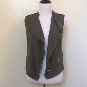 🆕Mossimo Lightweight Olive Asymmetrical Moto Vest